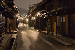 night stroll (k n u l p) Tags: winter snow night sony stroll takayama 1670 高山 上三之町 nex7 sel1670z