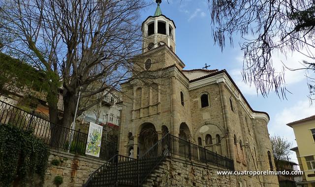 Iglesia en el camino hacia la fortaleza
