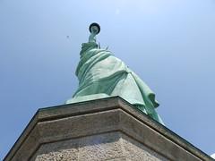 statue (Kristtenn) Tags: nyc travel newyork green day library plain