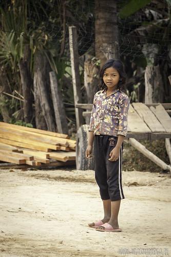 Dziewczynka z kambodżańskiej wsi