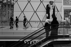 Black and white (tuti_s11) Tags: london women geometry candid streetphotography monocromatic londres streetphoto ricohgr streetshot candidphotography streettogs