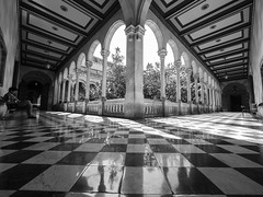 Beautiful geometry (insider-fototour) Tags: barcelona street bw innenarchitektur innenhof patio architektur sw geometrie symmetrie fotoworkshop fotoreise frauschmittfotografiert