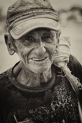 la forza di esistere (mat56.) Tags: poverty portrait people man black face look portraits withe cuba sguardo uomo antonio ritratti bianco ritratto nero viso povert lahabana caraibi lavana mat56 romei theforcetoexist laforzadiesistere