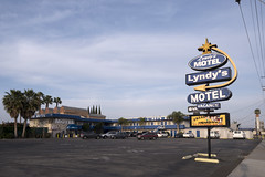 Lyndy's Motel, Anaheim, CA (Dean Jeffrey) Tags: california sign neon motel anaheim