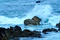 splash (Lucienne Champ) Tags: blue water rock landscape nikon waves natur 70300mm acqua oceano onde atlantico scogli d5000