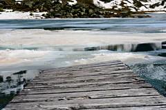 Steg am Oberer Surettasee (balu51) Tags: summer alps juni see wasser hiking sommer grau blau bergsee eis landschaft steg swissalps wanderung 2016 graubnden eisschollen copyrightbybalu51 splgen oberersurettasee