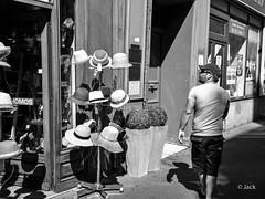 (Jack_from_Paris) Tags: l1004369bw leica m type 240 10770 leicasummicronm35mmf2asph 11879 dng mode lightroom capture nx2 rangefinder tlmtrique bw noiretblanc monochrom wide angle paris chapelier casquette homme man sun soleil smile