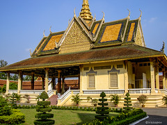 Phnom Penh # 100_1108 # KonicaMinolta Dimage G600 - 2005 (irisisopen f/8light) Tags: color digital minolta konica farbe dimage g600 irisisopen