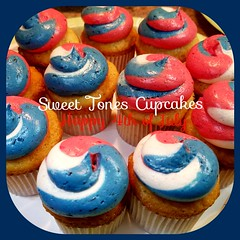Happy 4th of July-Independence Day.  Sweettonescupcakes (Sweet Tones Cupcakes) Tags: cupcakes strawberry holidays gourmet blueberry cupcake stc swirl 4thofjuly independenceday vanillabean gourmetcupcakes sweettonescupcakes sweettonescc cupcakology