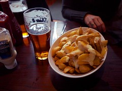 Photo (Daniel Pietzsch) Tags: uk england food london cheese lumix pub photos g ale camel pint artichoke the wedges pubfood thecamelartichoke dmcgf1 14f25 lumixg14f25