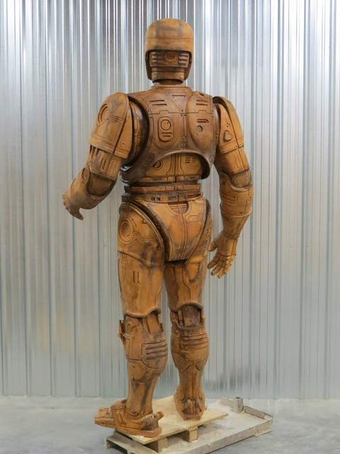 機器戰警、站立在底特律市!一度遭到市長反對的「機器戰警」3公尺高銅像即將完成!