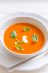 fresh tomato cream soup garnished with basil (photoinsel) Tags: basil food foodandbeverage foodphotography foodstuffs healthyeating herbs lunch meal soup tomatosoup vegetable bowl diner basilikum essenundtrinken foodfotografie kraeuter lebensmittel studio suppe tomatensuppe