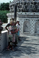 Costumed dancers, Wat Arun temple, Bangkok (1982) (Duncan+Gladys) Tags: thailand bangkok enhanced th
