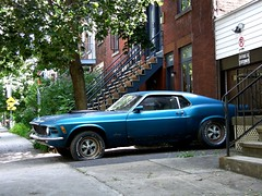 Mustang flat (ApRil Fo0L) Tags: classic car montral flat tire mustang mileend