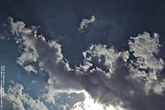 nubes y luces de agosto (OmarEdgardo1962) Tags: sol canon uruguay cielo nubes tormenta rayos rayosdesol a590 juanlacaze