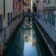 Venedig (Edi Bhler) Tags: italien bridge building nature canal natur perspective structure waters brcke bauwerk castello spiegelung gebude perspektive veneto archbridge gewsser bogenbrcke 28300mmf3556 wasserkanal nikond3s