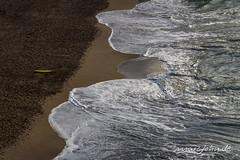 Newquay - Tolcarne Beach (marcjohn.de) Tags: 2013 atlantic atlantik bildjournalist cornwall greatbritain john marc marcoliverjohn meer newquay oliver photojournalist sea uk freelancer marcjohnde mjohn2101 kueste küste schaum spiegelung surfboard surfbrett surfing wellen gelb yellow veröffentlichung flickr coast travel