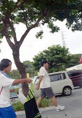 上地 歩くひとたち Okinawa-si, Okinawa (ymtrx79g ( Activity stop)) Tags: street color slr film car japan analog nikon kodak 35mmfilm okinawa 135 沖縄 街 写真 自動車 銀塩 フィルム nikonnewfm2 沖縄市 kodakultramax400 nikonainikkor50mmf14 歩行走行 walkandrun 201310blog okinawasi