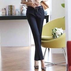 กางเกงแฟชั่น สวยใส่แล้วเสริมบุคลิกสำหรับสาวทำงานที่ต้องการกางเกงใส่ทำงานแบบสวยๆ ต้องกางเกงขายาวแฟชั่นรุ่นนี้ทรงแคชชวลใส่สบายมีกระเป๋าด้านข้างและซิปหน้า จะใส่เป็น ชุดทำงานแฟชั่น กางเกงขายาวแฟชั่น สำหรับไปเที่ยวแบบเรียบร้อยก็ได้ การแต่งตัวที่ดูดีเรียบร้อยทำ