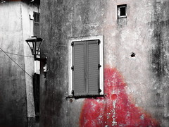 Раскольников / Raskolnikov (MAGGY L) Tags: stain cutout blood façades côtedazur tragedy murder tache sang meurtre dostoïevsky