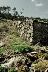 O Moinho (Paulo S. Gonalves) Tags: minho canon eos 1000d aldeia campagne casa country moinho mur parede pascoa pedra pierre porrinhoso portugal ruina ruine stone wall canoneos1000d