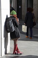 Sol de Invierno 02 (Cazador de imgenes) Tags: madrid street espaa woman girl female boot photo donna mujer spain nikon chica legs boots candid leg streetphotography 15 streetphoto espagne spanien spagna spanje botas ragazza spania piernas bota  pierna 2015 spange d7000