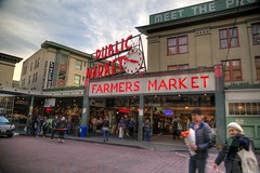 Buying Flowers at Pike's Place (Andrew E. Larsen) Tags: seattle pikesplacemarket papalars andrewlarsenphotography
