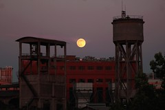 Canto notturno (FlaviaDan) Tags: luna moon canto leopardi giacomo italia roma moorise cool purple violet gasometro photography picture digital sky look up sunset