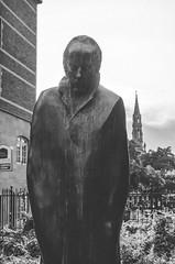 Bla Bartk (Jaime Prez) Tags: brussels blackandwhite sculpture tower blancoynegro statue torre belgium bruxelles escultura bruselas estatua blgica