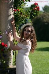 DSC_1271+ (SuzuKaze-photographie) Tags: portrait woman lyon bokeh femme parc swirly helios442 suzukazephotographie