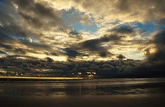 18:23 p.m (Ruby Ferreira ) Tags: sea reflection beach mar sand cloudscape praiadeboaracia