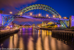 Tyne Bridge (JdJ Photography (www.jdj-photography.nl)) Tags: county city greatbritain trees england sky clouds river evening bomen europa europe traffic britishisles bright unitedkingdom streetlights wolken baltic tyne millenniumbridge tynebridge bluehour avond lucht region helder continent swingbridge stad engeland newcastleupontyne regio thesage graafschap rivier tyneandwear verkeer northeastengland straatverlichting grootbrittanni verenigdkoninkrijk blauweuur britseeilanden noordoostengeland