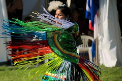 Pow Wow International de Wendake - 25 juin 2016 - Souvenirs (eburriel) Tags: powwow wendake qubec 2016 souvenirs picture image photo juin june summer t nikon d610 danse crmonie dance color couleur lumire cercle dancer root racine huron nation souvenir homme femme respect sigma burriel circle native exterior extrieur dancers canada proud fier woman women ma men grass herbe