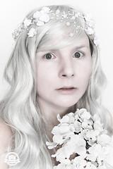 DSC_0504kl (sheeez_de) Tags: selbstportrait weis blumenimhaar surreal blumen portrait