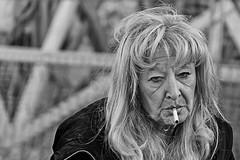 LE FOTO MIGLIORI DI SIMONA LATTUGA (sinergie_fotografiche) Tags: street donna napoli citt sigarette anziana