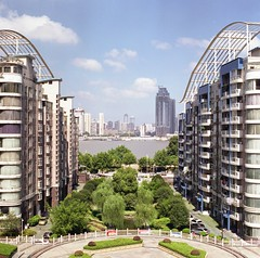 Balcony view of Yangzi river @ Wuhan City (tymobile) Tags: wuhan yangziriver hasselblad503cw fujifilmpro400h carlzeiss80mmcfe