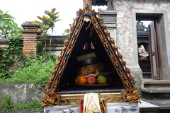 DSC00159 (Peripatete) Tags: family bali nature festival fruit prayer religion ceremony hindu ubud offerings galungan penjor