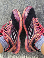 La ida, andando  EXPLORE June 28th, 2016 (Micheo) Tags: feet spain shoes walk best explore paseo health granada pies deporte caminar caring ok fitness andar zapatillas iphone