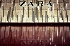 Zara (SJGPhotography) Tags: zara shop reflection barcelona spain airport red lights