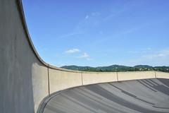 Curve su curve - Curves on curves. (sinetempore) Tags: curvesucurve curvesoncurves cielo sky collina hill torino turin exstabilimentofiat exfiatfactory lingotto pista track