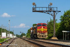 Warbonnet and Searchlights (Colorado & Southern) Tags: bnsfrailway atsf atchisontopekasantafe geb408w chilli bnsfschillicothesubdivision local ge trains train railfanning railroad railfan railway railroads seachlightsignals signals illinois illinoisrailfan illinoisrailfanning illinoisrailroads