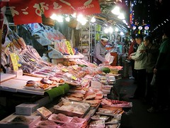 Selling fish at Ameyoko (runslikethewind83) Tags: people fish japan night japanese tokyo nikon ueno market   sell selling   ameyoko   2013