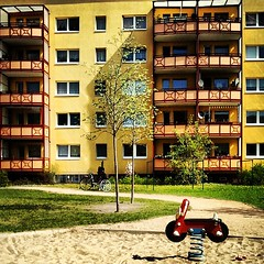 Plattenbau mit Balkon (ThomasKohler) Tags: house playground architecture square balkon lofi property haus plattenbau squareformat architektur spielplatz müritz waren mueritz immobilien immobilie iphoneography stauffenbergplatz instagramapp uploaded:by=instagram foursquare:venue=4dfafb66a8096fbd6be5b2a4