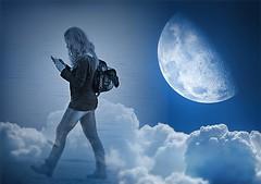 SMS.. (anton) Tags: sardegna woman donna nuvole mare blu luna cielo amore spiaggia sms ragazza telefonino alghero messaggi anton eperke