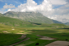 Redentore... (Artom88 (Marco Taussi)) Tags: italy mountain landscape marche paesaggio umbria castelluccio sibillini vettore cimadelredentore parconazionaledeimontisibillini nikond90
