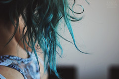 blue hair. (pucciarellic) Tags: blue art girl canon hair eos 50mm sara blu ragazza capelli punte 600d