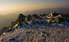 A snowy peak under the morning light (Yoshia-Y) Tags: sunrise tateyama mtoyama