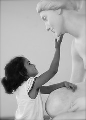 IMG_6426 (Pedro Montesinos Nieto) Tags: blancoynegro beauty blackwhite nios estatuas imagine tenderness belleza ageofinnocence ternura santsalvador imaginacin laedaddelainocencia frgiles museopaucasals playadesantsalvador playasdeelvendrell cataluaturistica playasdetarragona playasdecomaruga monocromico