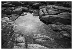 j'aime marcher sur ces rochers, regarder et couter l'ocan I like walking on these rocks, looking and listening to the ocean (JJ_Rey) Tags: leica france bretagne m8