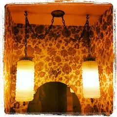 #wallpaper #lamps #pendant #midcentury #modern #retro #novato #lynnfriedman (Lynn Friedman) Tags: square penelope squareformat novato lordkelvin lynnfriedman 94949 iphoneography instagramapp uploaded:by=instagram